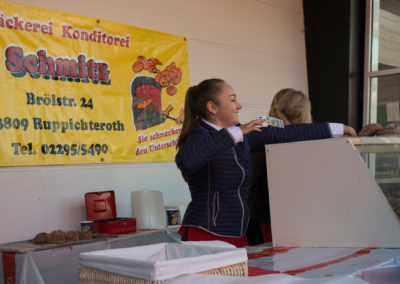 Verkäuferin auf dem Apfelfest Appelhof